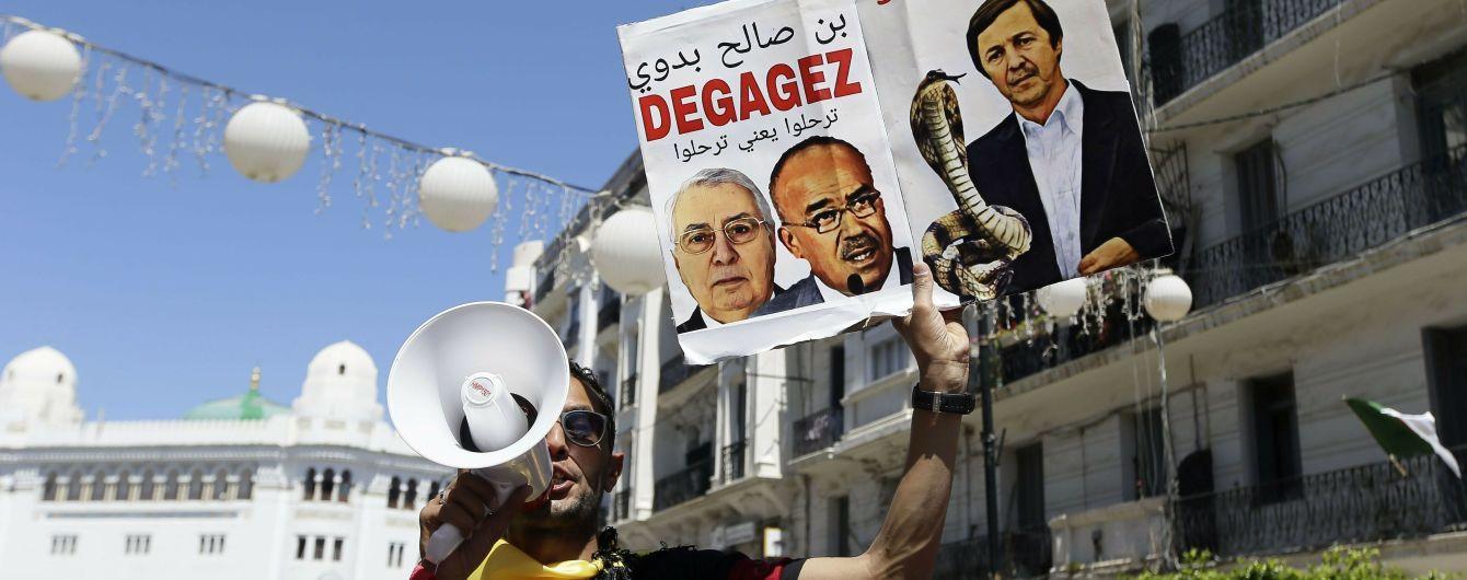 В Алжирі тривають протести з вимогою усунення керівної еліти