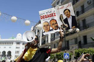 В Алжире продолжаются протесты с требованием устранения правящей элиты