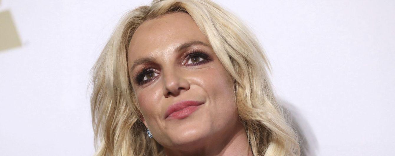 После психушки Бритни Спирс покинула здание суда босиком