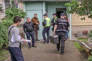 У квартирі в Києві знайшли мертве подружжя. Їхня дворічна дитина ледь дихала