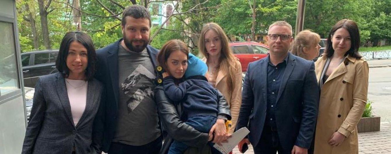 Хлопчика, якого викрав батько-іноземець, відпустили з посольства Данії до мами