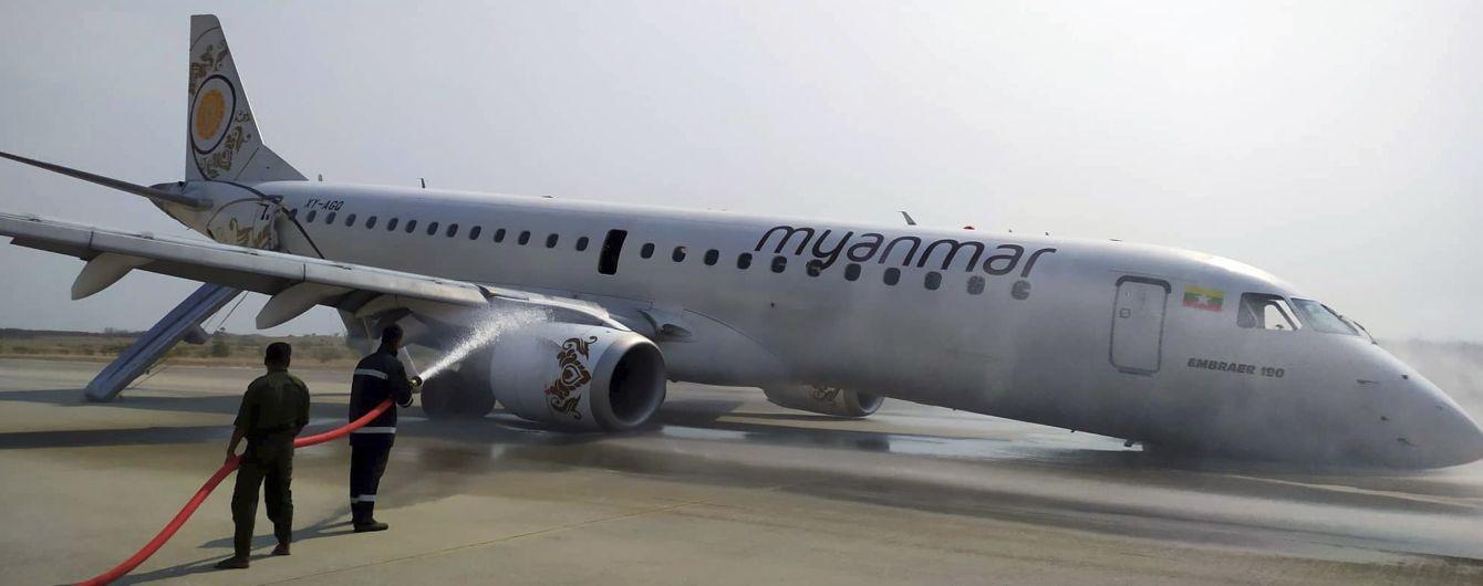 В Мьянме у пассажирского самолета не открылись шасси во время приземления