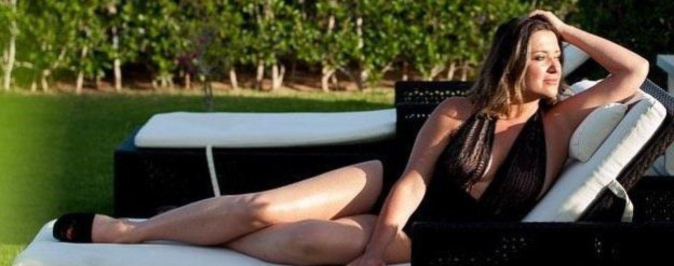Могилевская поделилась новой порцией откровенных фото в полупрозрачном купальнике