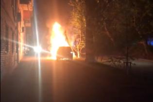 В Киеве дотла сожгли машину главного редактора украинского телеканала