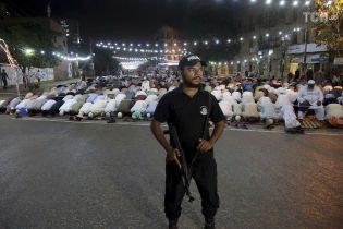 Під час атаки терористів на люксовий готель у Пакистані вбили п'ятьох людей