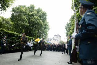 Исторические мифы разделяют украинцев. Что стоит за навязыванием властью СССР празднования 9 мая