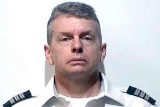 В США пилота арестовали в наполненном пассажирами самолете: подозревают в тройном убийстве