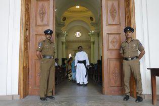 На Шри-Ланке впервые за три недели после терактов состоялась воскресная месса в католических церквях
