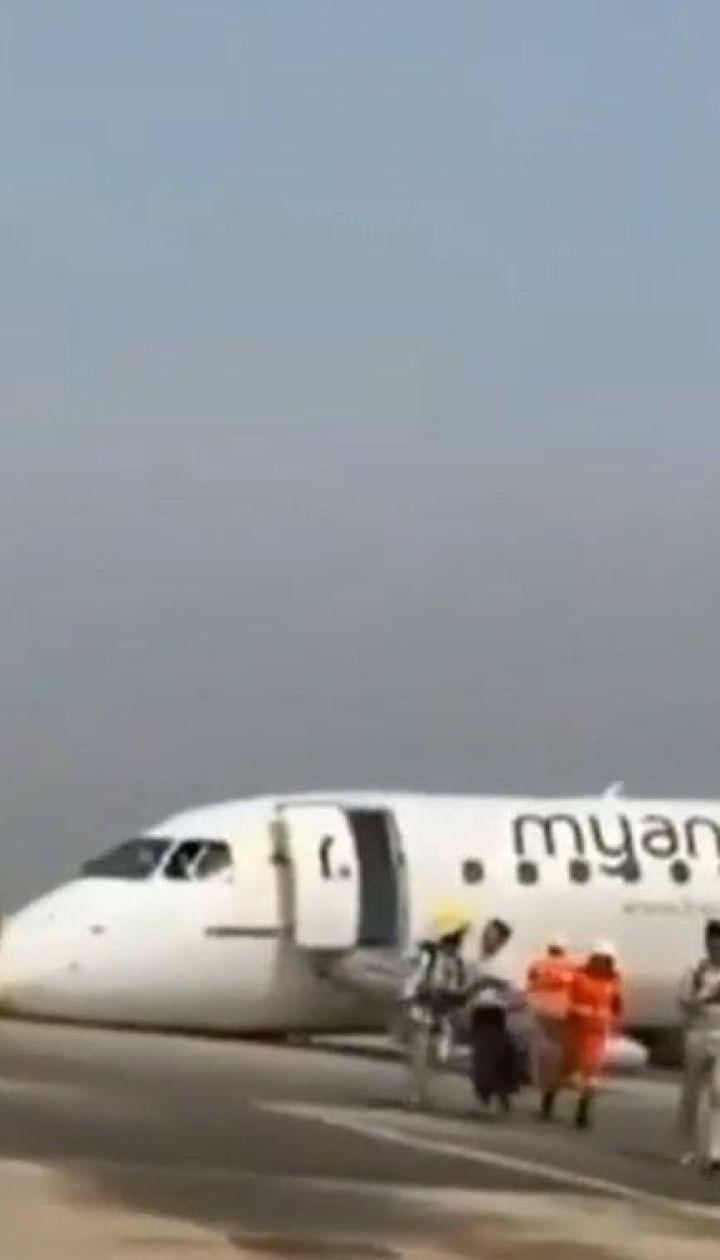 У М'янмі пілот посадив пасажирський літак без передніх шасі