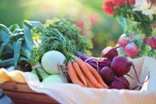 На украинских рынках снижаются цены на морковь и свеклу