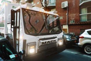 Mack Trucks представил первый электрический мусоровоз