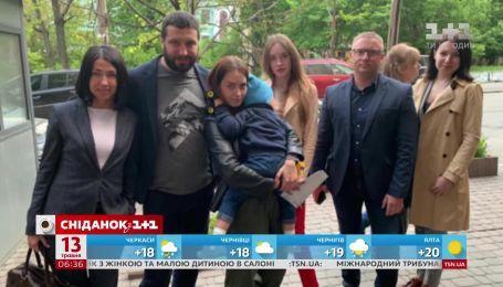 Українка Анастасія Могенсен повернула сина, якого викрав і утримував у посольстві Данії батько