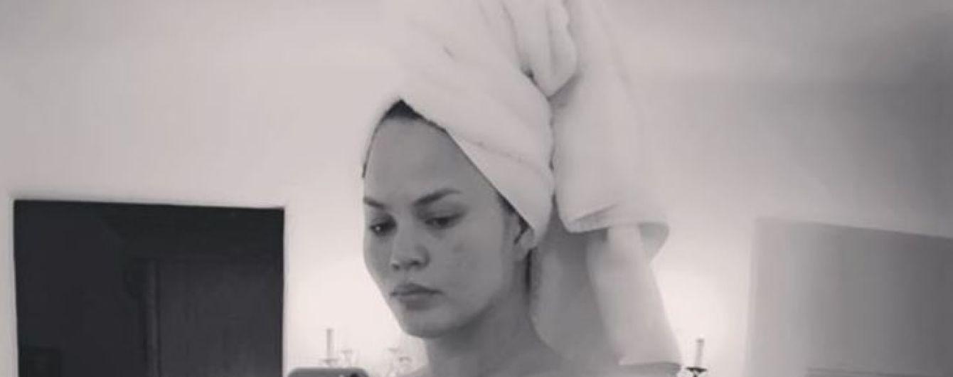 Вагітна та оголена: Кріссі Тейген показала відверте фото