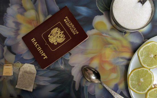 На окупованому Донбасі дітям-сиротам роздають російські паспорти