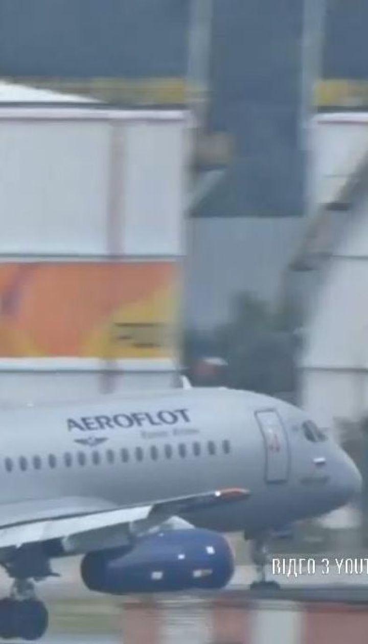 """Ще один літак SSJ-100 екстрено повернувся у """"Шереметьєво"""""""