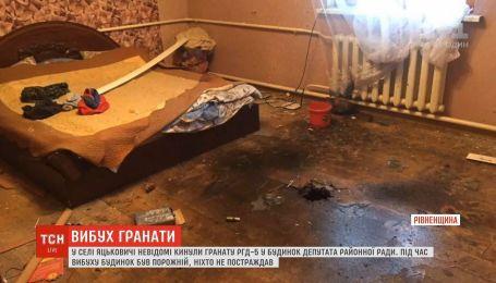 На Рівненщині в будинок депутата районної ради кинули гранату