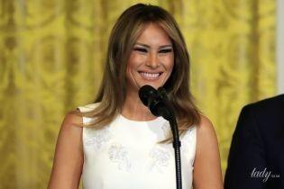 У білій сукні з квітковою аплікацією: елегантна Меланія Трамп у Білому домі