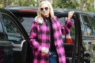 В ярком пальто и на лубутенах: Гвен Стефани в объективах папарацци