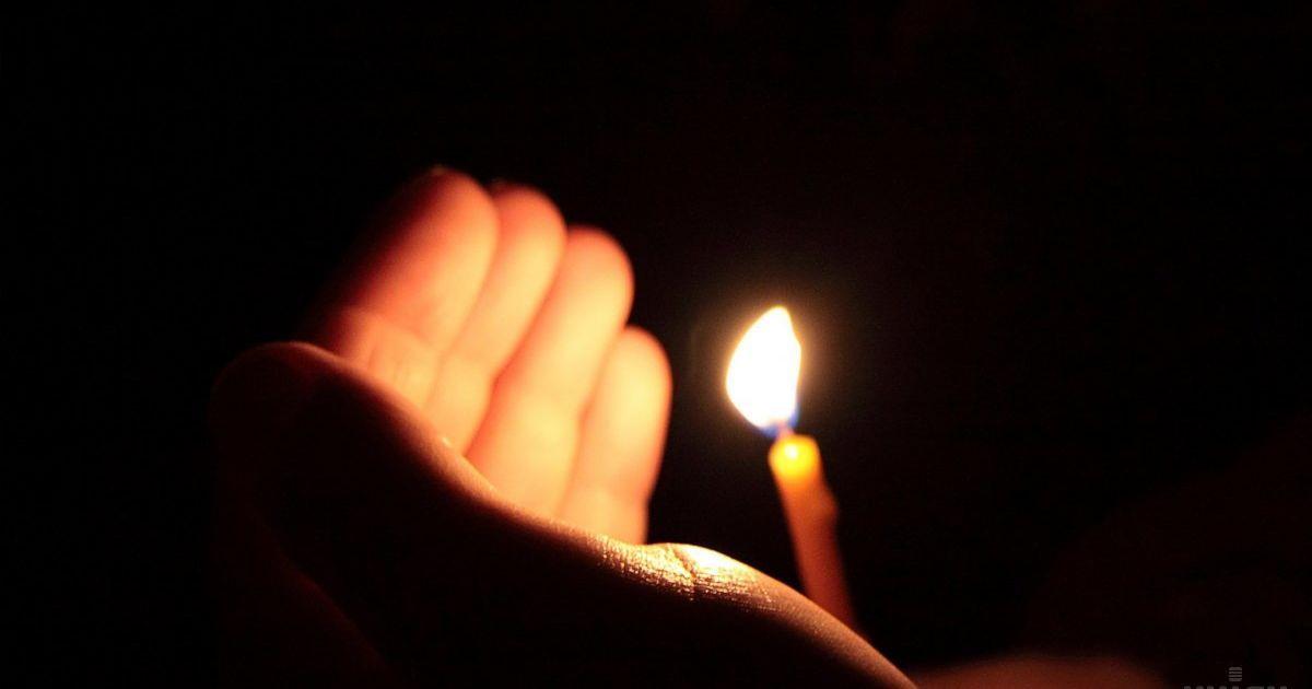 Цена традиций: на Тернопольщине из-за свечки в гробу едва не погиб ребенок