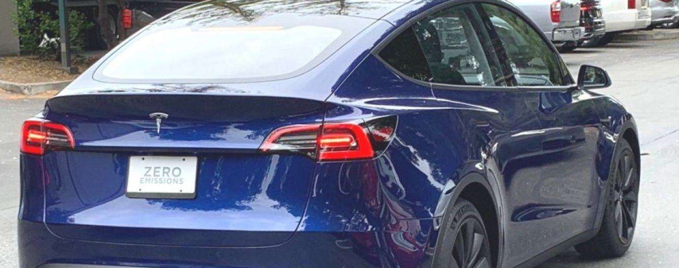 Tesla Model Y впервые засняли на дороге в Америке