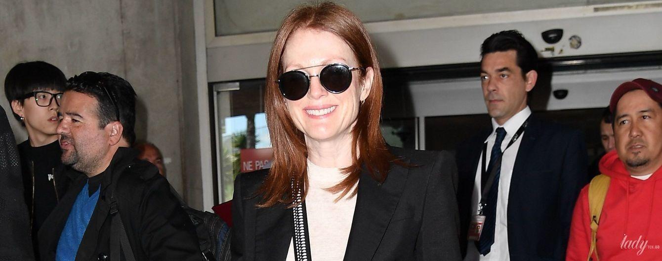 Вся в черном и с сумкой Louis Vuitton: Джулианна Мур уже в Каннах