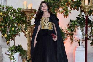Она прекрасна: Моника Беллуччи в пышном платье пришла на бал Dior