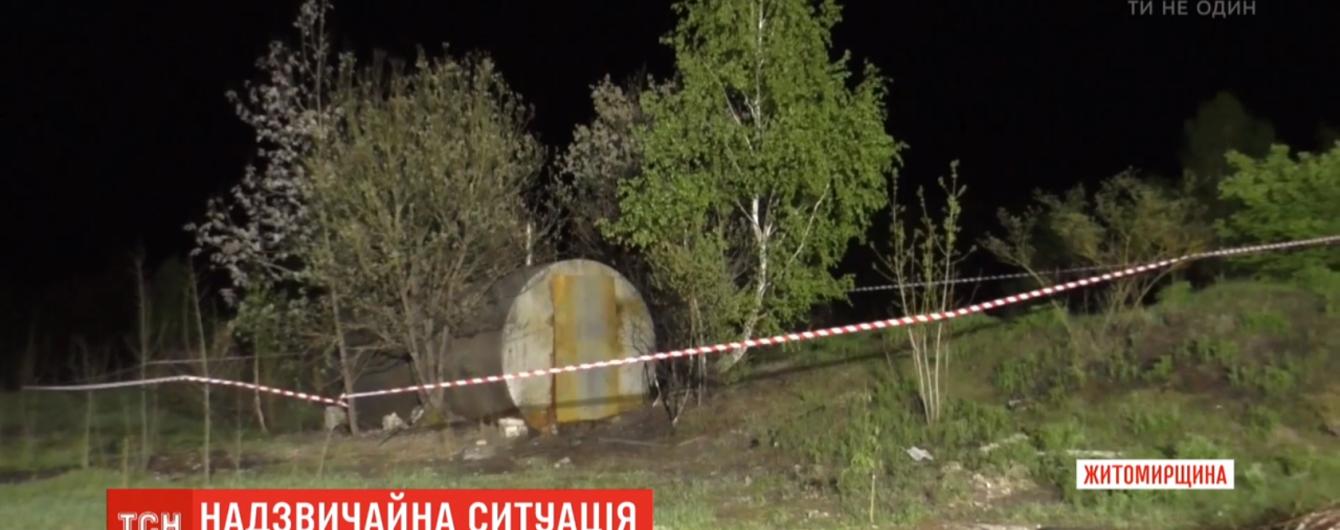 На Житомирщині загорілася цистерна з отрутохімікатами: небезпечні речовини потрапили у повітря і ґрунт