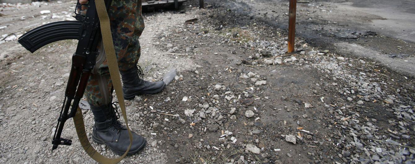 Вторые сутки боевики обстреливают участок разведения в Золотом