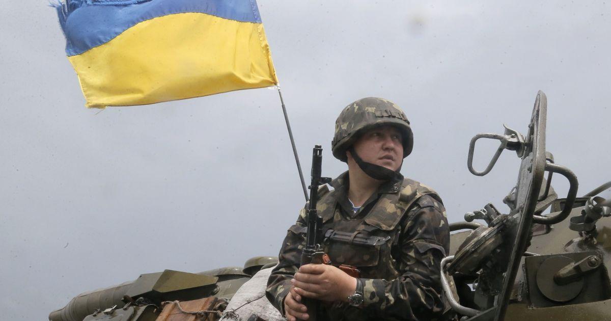 На Донбасі обстріли окупантів із забороненого озброєння не вщухають: загинув один військовий