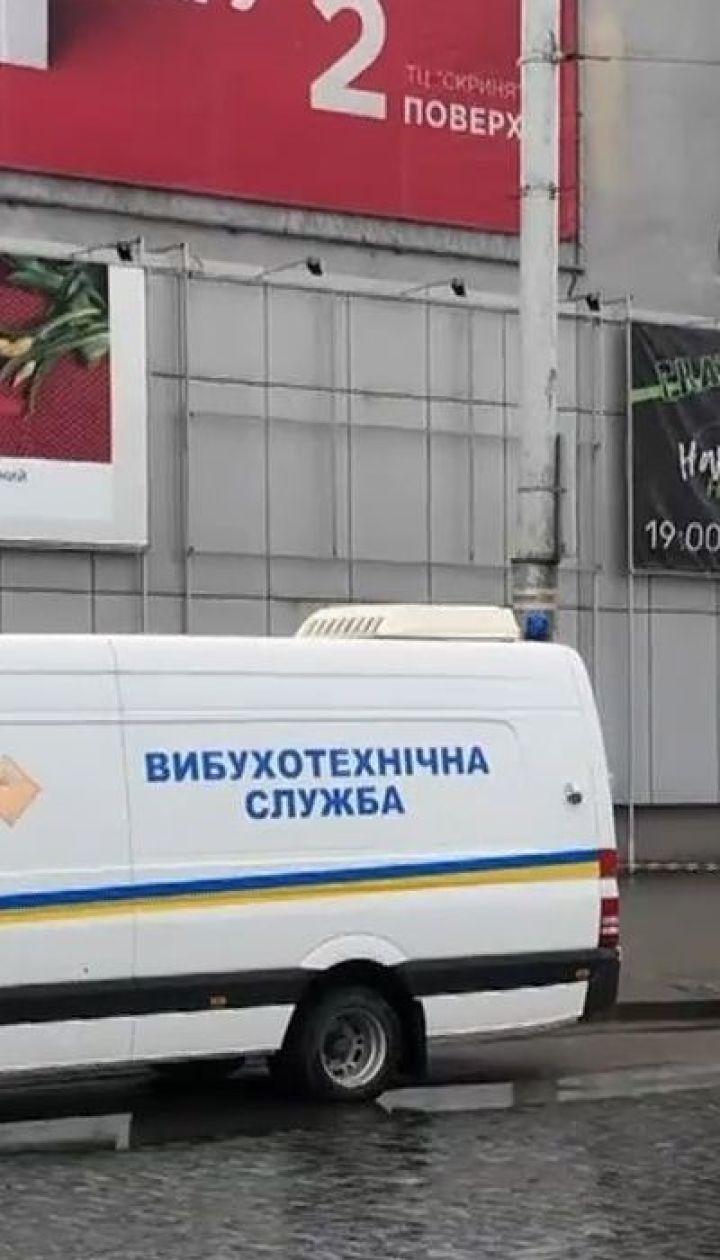 """Анонимы сообщили о """"заминировании"""" четырех отелей и школы во Львове"""