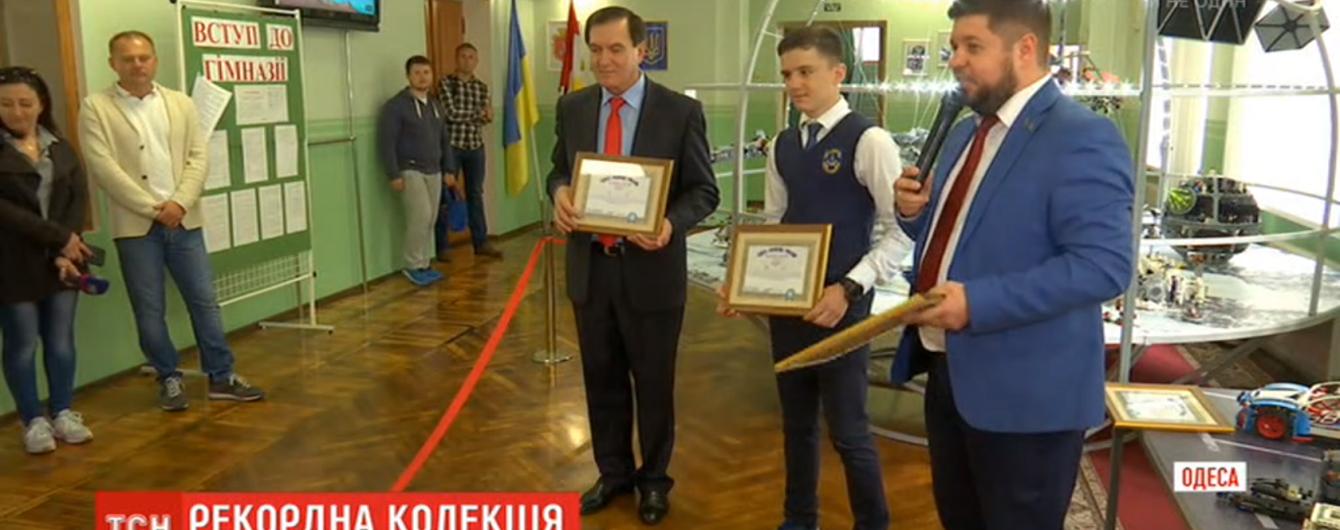Одесский школьник собрал самую большую коллекцию моделей из конструктора. Парня внесли в украинский реестр рекордов