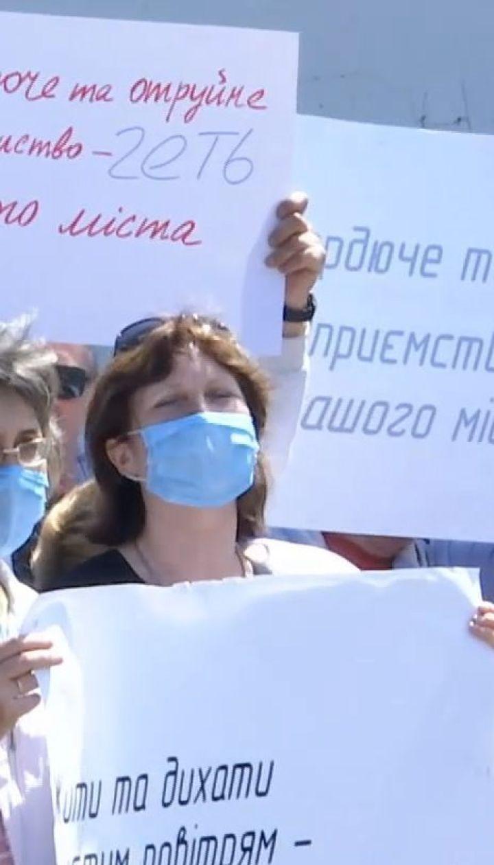 На Дніпропетровщині жителі заблокували підприємство, що влаштувало газову атаку