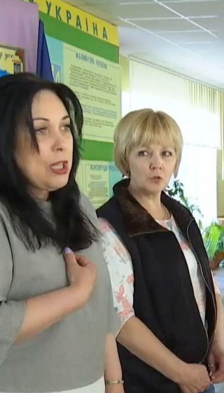 Директор ліцею у Житомирі заборонив випускникам віддячувати вчителям подарунками