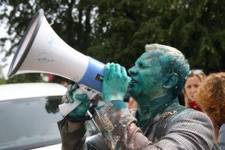 В Киеве задержали молодого человека, который обливал Шабунина зеленкой и Каплина фекалиями