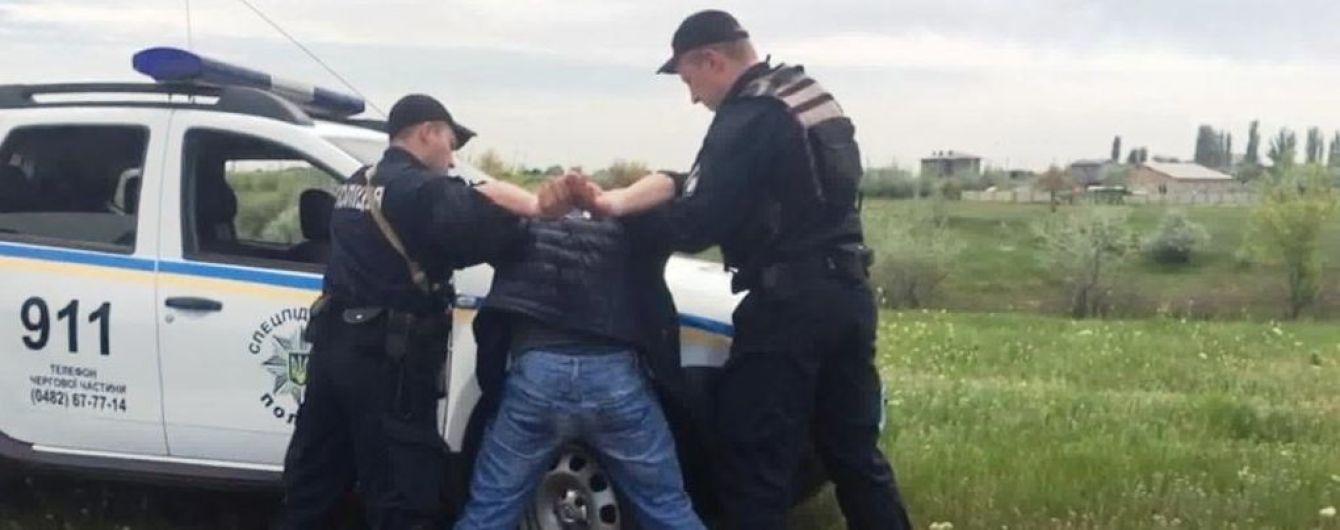 В Одесі поліція затримала викрадачів, які під загрозою пістолета відібрали у жінки машину