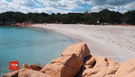 Песок на побережье Сардинии начали охранять офицеры