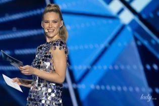 """У сукні з металу: ведуча """"Євробачення"""" Бар Рафаелі одягла на перший півфінал цікаве вбрання"""