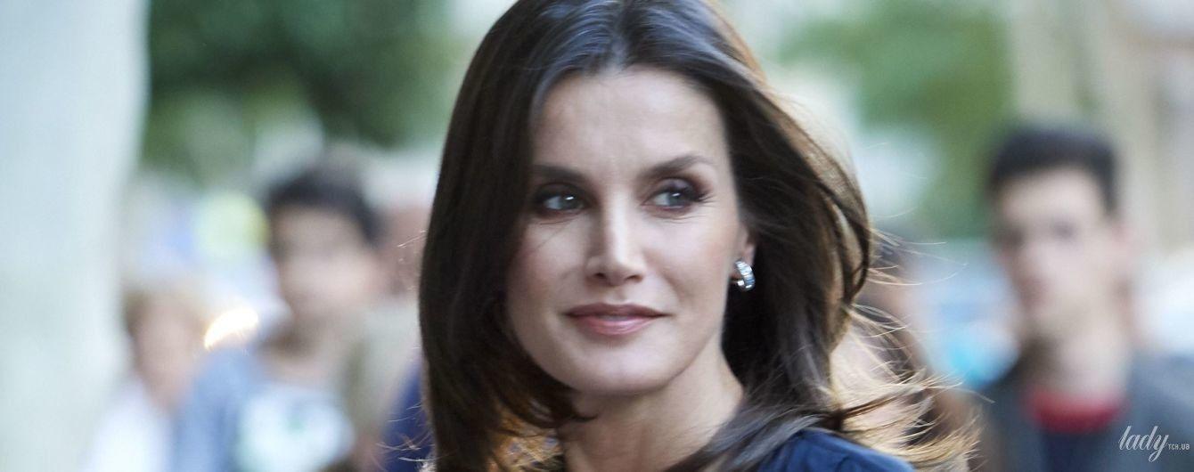В стильном комбинезоне: королева Летиция на светском мероприятии в Мадриде