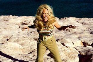 51-летняя Памела Андерсон впервые украсила обложку Vogue