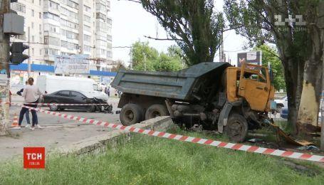 Авария в Херсоне: в легковушку въехал КАМАЗ