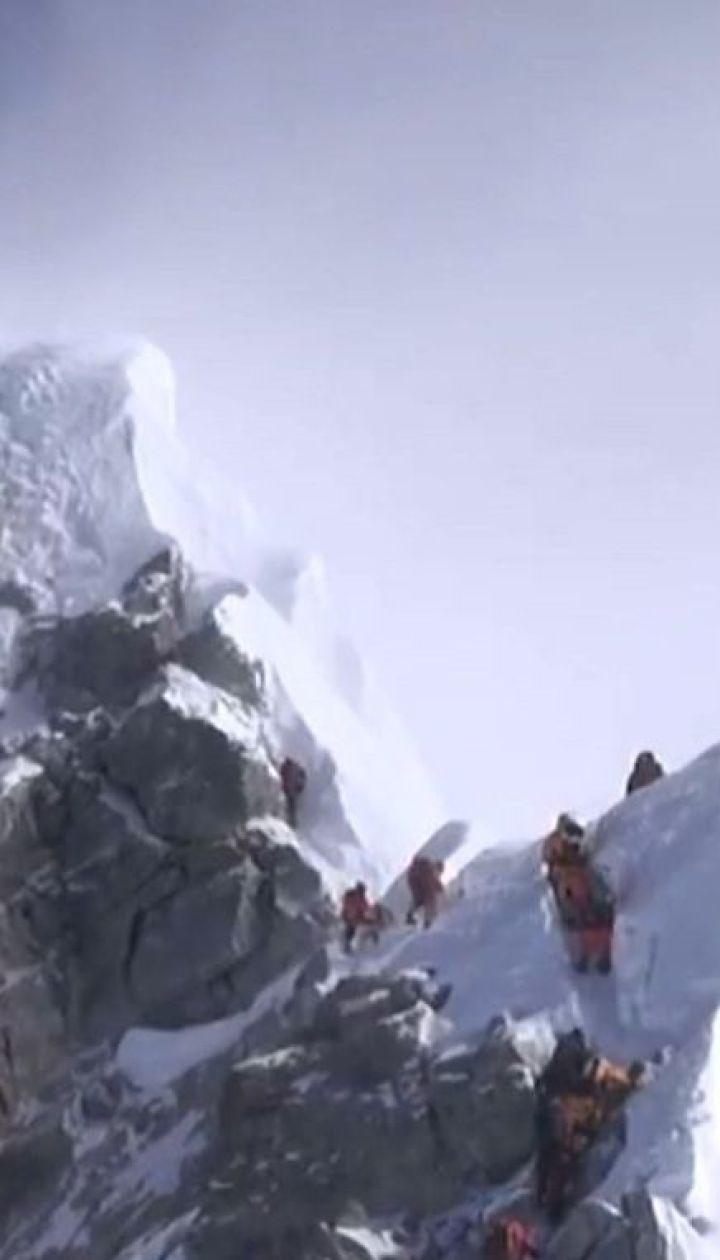 Непалець піднявся на Еверест та побив одразу два рекорди
