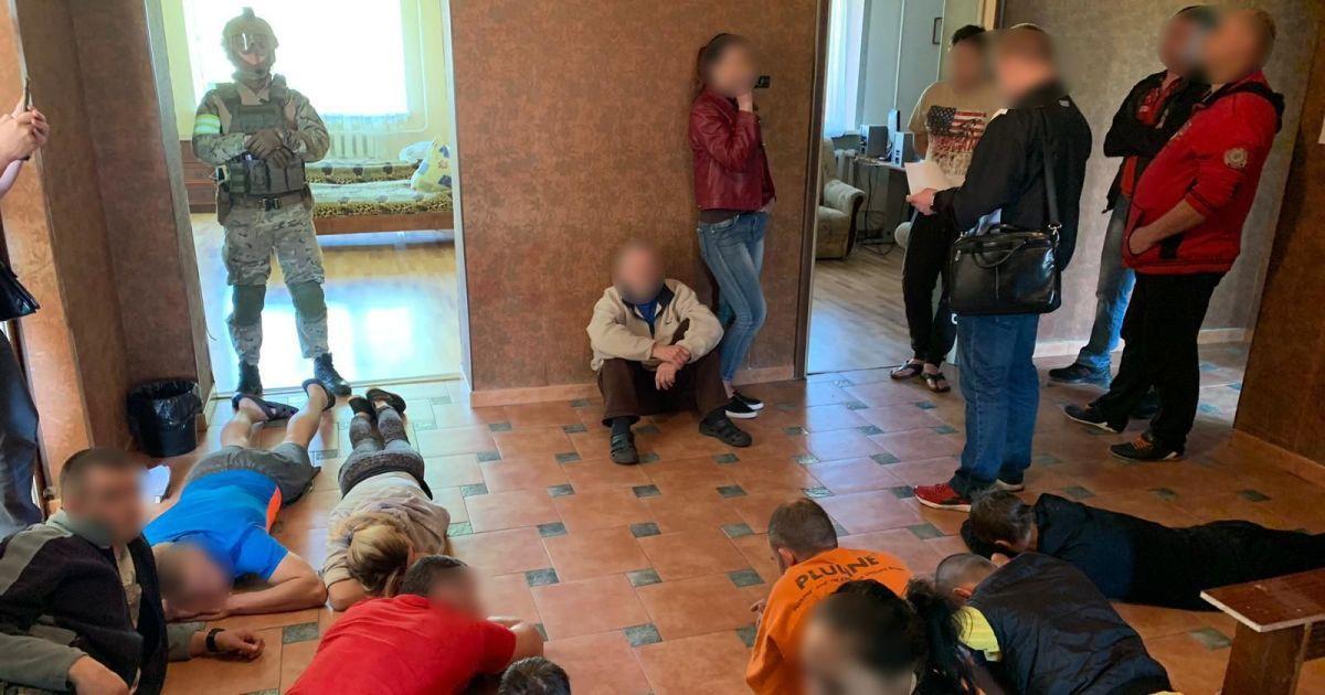 На Харьковщине накрыли фейковый ребцентр. Больных связывали и насильно