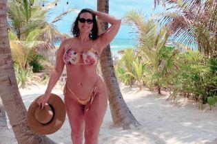В бікіні серед пальм: Ешлі Грем вирушила на відпочинок до Мексики
