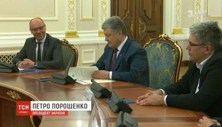 Президент Порошенко торжественно подписал закон о языке
