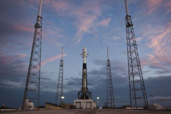 SpaceX перенесла історичний запуск ракети із 60 супутниками для роздачі Інтернету. Інфографіка