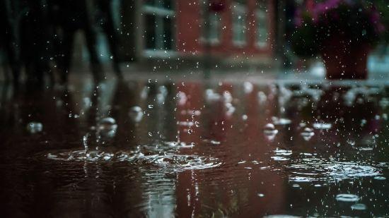 Погода на четвер: у більшості областей очікуються дощі та грози