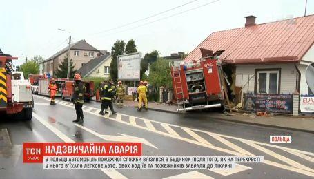Пожарный автомобиль врезался в стену дома в Польше