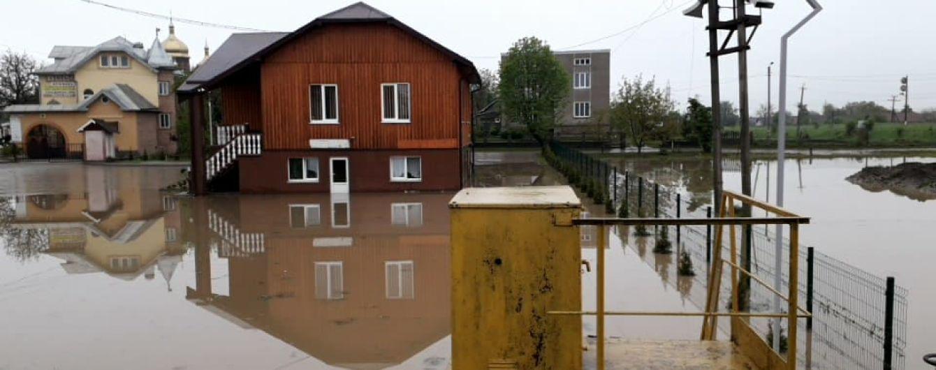 На Прикарпатье в результате мощных дождей подтопило более 300 домов