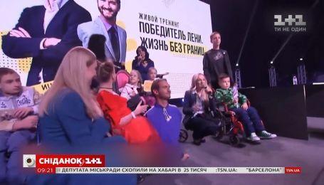 Вышивала рубашку для Ника Вуйчича: история мастерицы-вышивальщицы со Львова