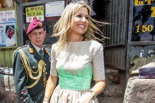 В платье с яркими акцентами: королева Максима предстала на публике в новом образе